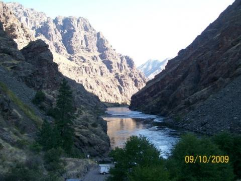 View into Snake River Hells Canyon from the Hell's Canyon Dam