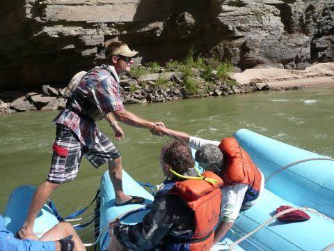 Rafting on the Grand Canyon - Help from Guide