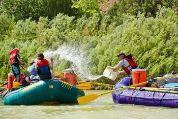 desolation-canyon-utah-rafting-waterfight