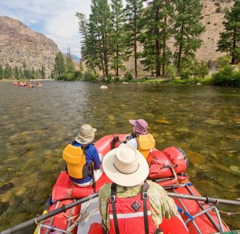 middle-fork-salmon-river-rafting-boatman