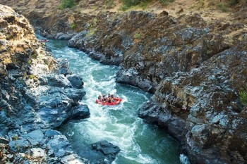 rogue-river-rafting-gorge