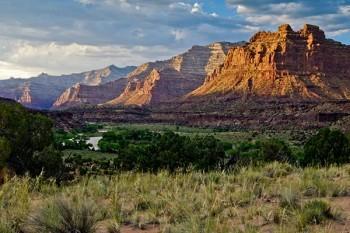 desolation-canyon-utah-rafting-river-valley