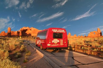 southwest-vacation-package-arches-sunset-van